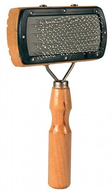 Trixie №2300 - пуходерка для собак, деревянная ручка, щетинки с шариками 10х18 см